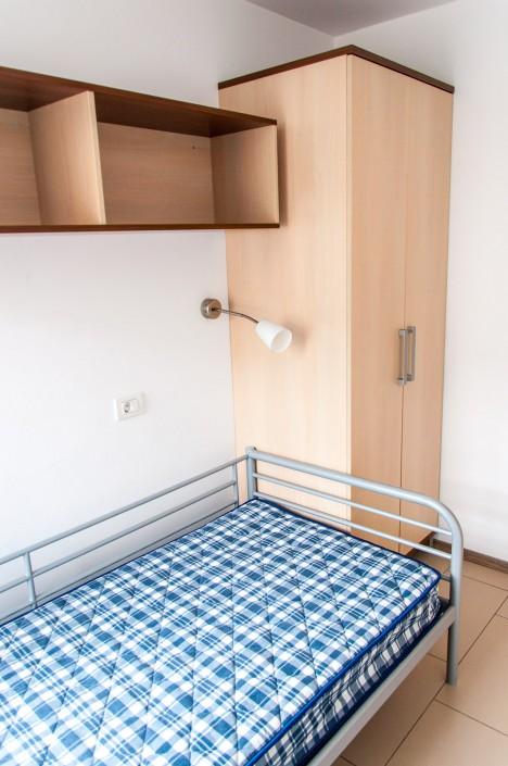 Študentske sobe v Ljubljani - Pogled na posteljo in omaro
