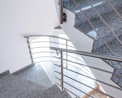 Slika stopnišča študentskih sob v Ljubljani