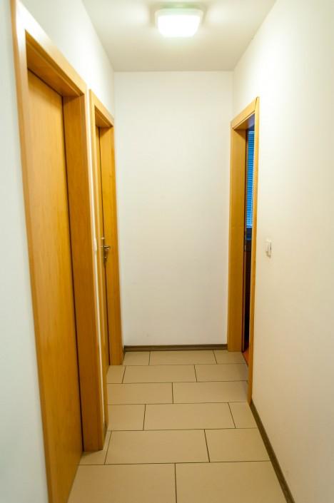 Del hodnika iz katerega se vstopa v študentske sobe
